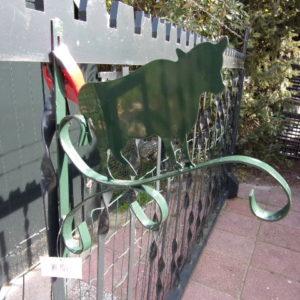 Metalen muurhaken groen en grijs div. figuren-0