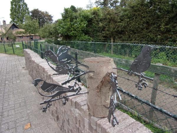 diverse metalen vogels voor in boom of op stang-0